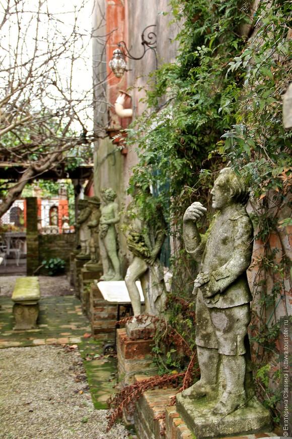 т.к. история Венеции началась именно отсюда здесь до сих пор ведут раскопки! Музей под открытым небом - это так по-итальянски...