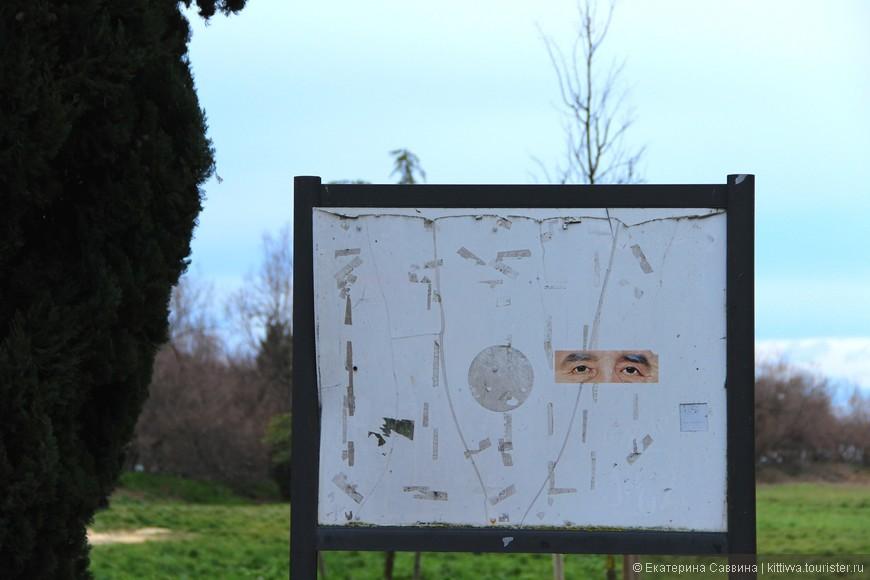 Вот такие же глаза есть на первом фото, где изображена остановка вапортетто Торчелло. Возможно - это современное искусство острова... психодел, а я что говорю! Постоянное ощущение присутствия кого-то еще...