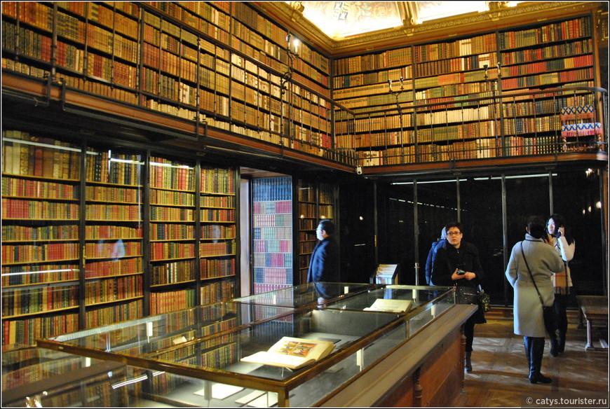 """Ценнейший экспонат этой библиотеки - """"Великолепный часослов герцога Беррийского"""", роскошная иллюминированная рукопись начала XV века, заказанная герцогом Беррийским фламандским миниатюристам братьям Лимбургам"""