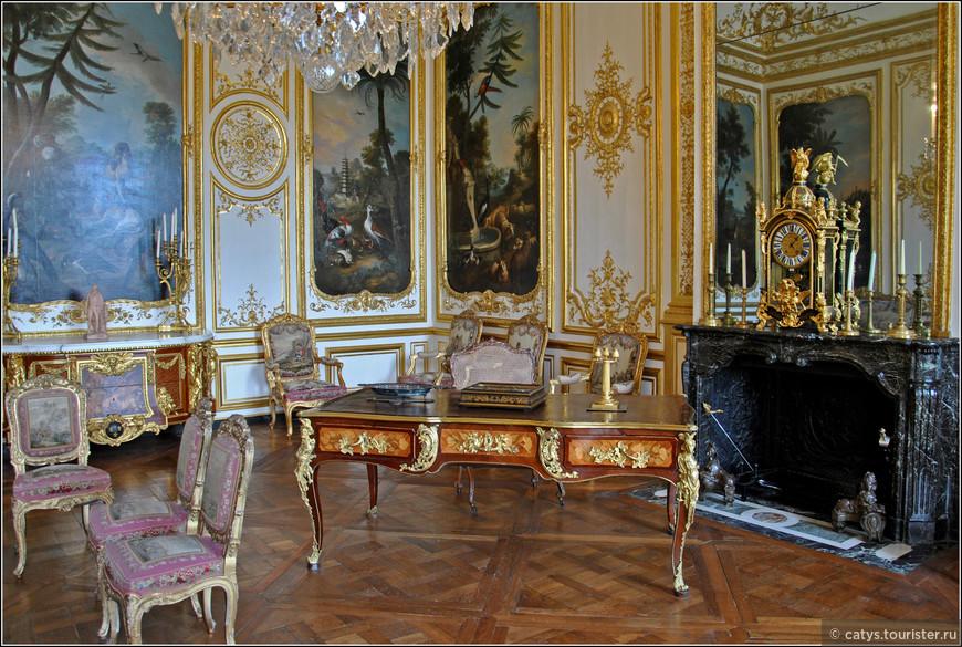Галерея апартаментов принцев Конде, расположенная на втором этаже Петит Шато - исторического крыла Монморанси - представляет собой великолепнейший образчик интерьеров в стиле французского регенства