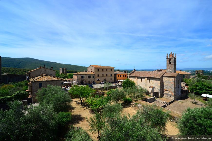 Но только до тех пор, пока комендантом крепости не стал изгнанный из Флоренции Бернардино Дзети, который в 1554 году в целях примирения с Медичи вручил флорентинцам ключи от города, сдав Монтериджони без боя. Это вероломство (по мнению жителей Монтериджони) сыграло определённую роль в последующем поражении Сиены в 1555 году.