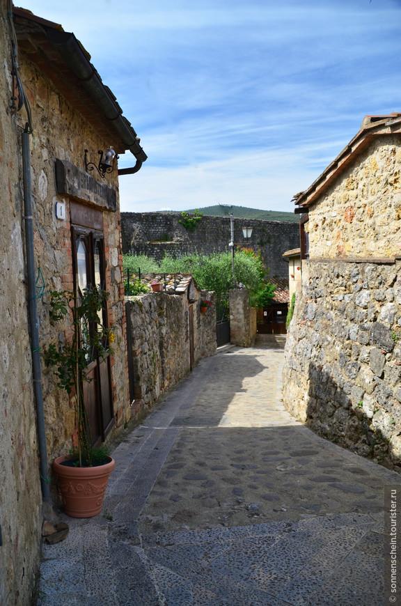 В 14 веке в Монтериджони проживало более 150 семей (около 600 жителей).