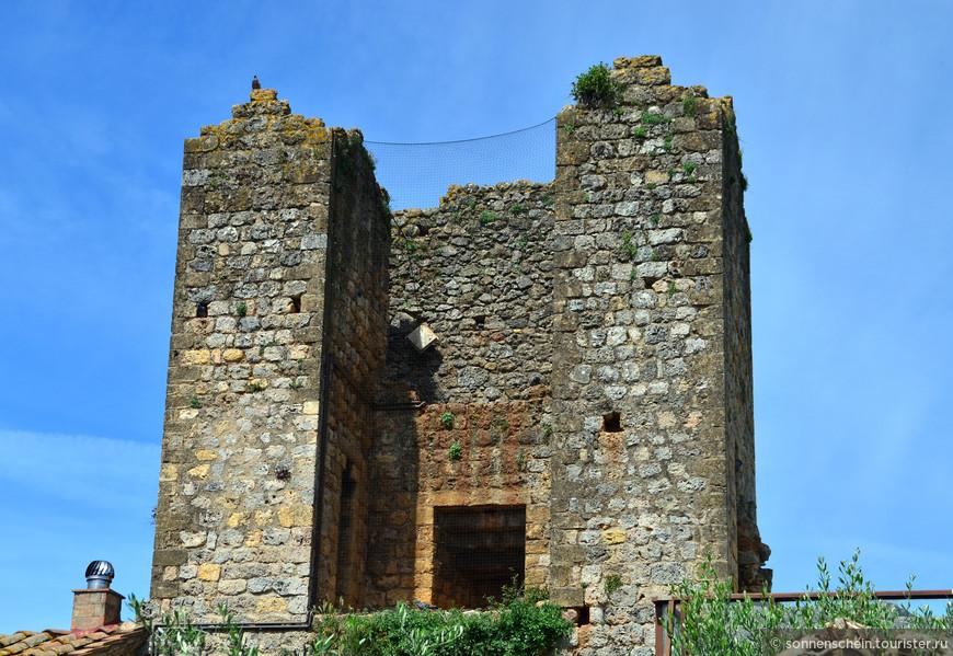 Расположенный в итальянской провинции Сиена служил стратегически важным оборонным пунктом в войне против экспансии Флоренции.