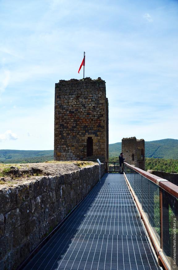 На протяжении трёхсот лет с момента постройки крепость использовалась по прямому назначению – в качестве фортификационного сооружения, успешно отражая атаки флорентинцев на северных границах Сиены.