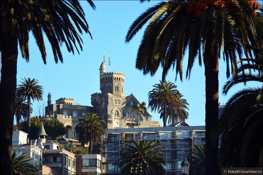 Замок Брунет возвышается над городом на холме Серро Кастильо. Построен в 1923 году в псевдо-средневековом стиле. Видно его отовсюду.