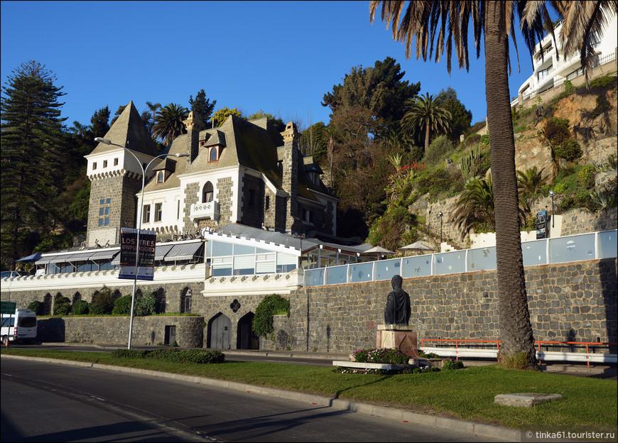 На Авенида Марина можно увидеть Арабский клуб, который разместился в  Замке Росс, 1912 года постройки.