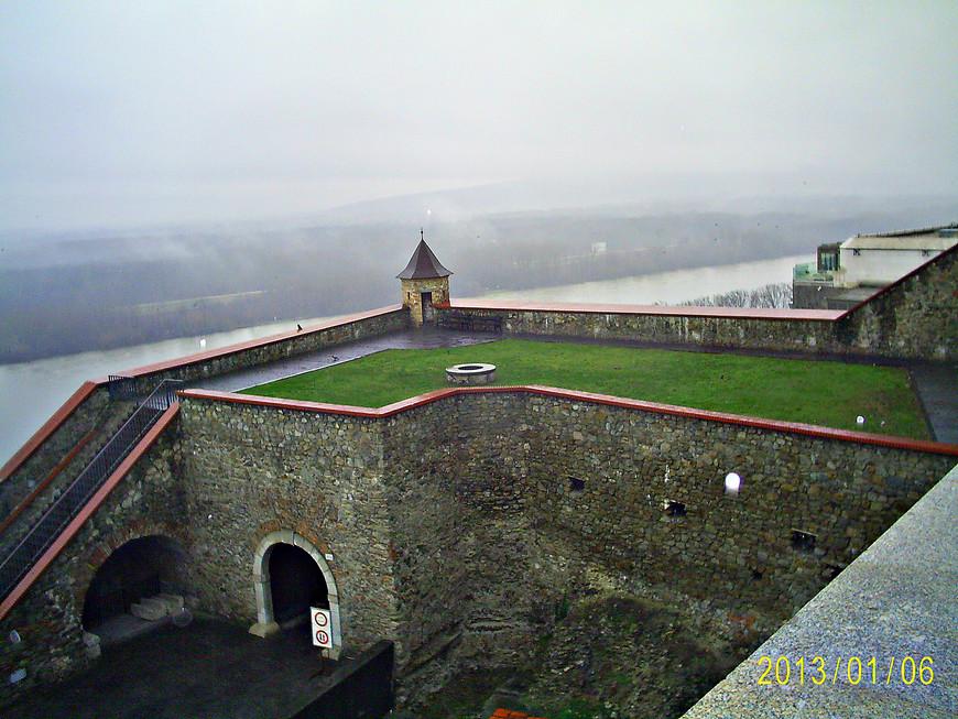 Вид на Дунай с Замкового холма.
