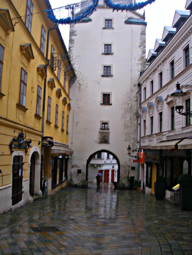 Ворота св. Михаила - вход в Старый город.