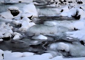 Ой,а это что за замерзший водопадик? Оказывается это речка Уллу- Муруджу.