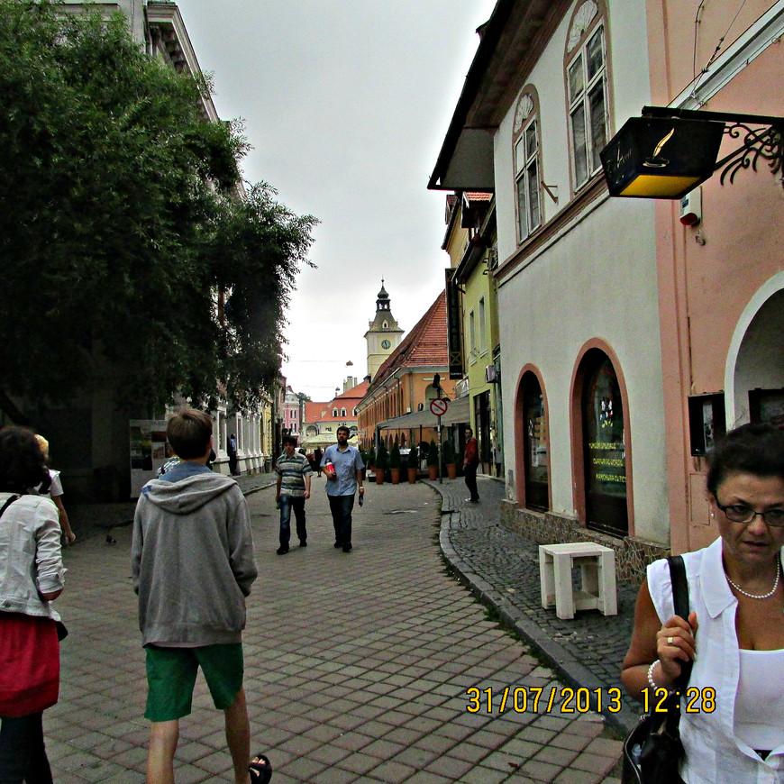 Движемся в сторону Ратушной площади - исторического центра Брашова.