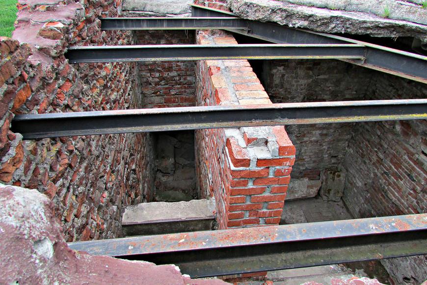 Руины инженерного управления.