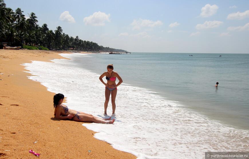 Пляж Индийского океана в городке Маравила