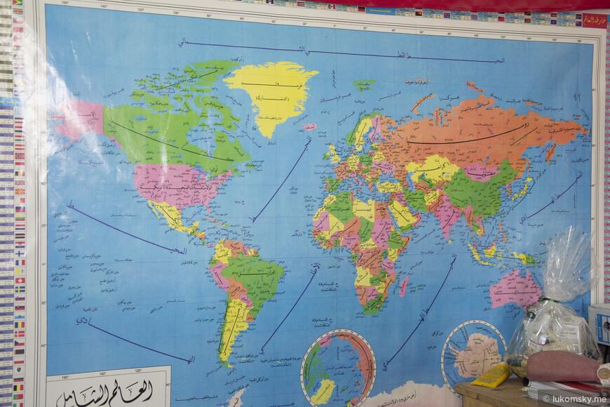 Вот такая разрисованная  карта Мира. А еще когда ходишь по местным магазинам агарового масло, то на стенах висят сертификаты качества, ну и соответственно там есть печать и я все не мог понять зачем они ставят печати, а затем их зачеркивают, а потом догадался это у них такие личные подписи:)