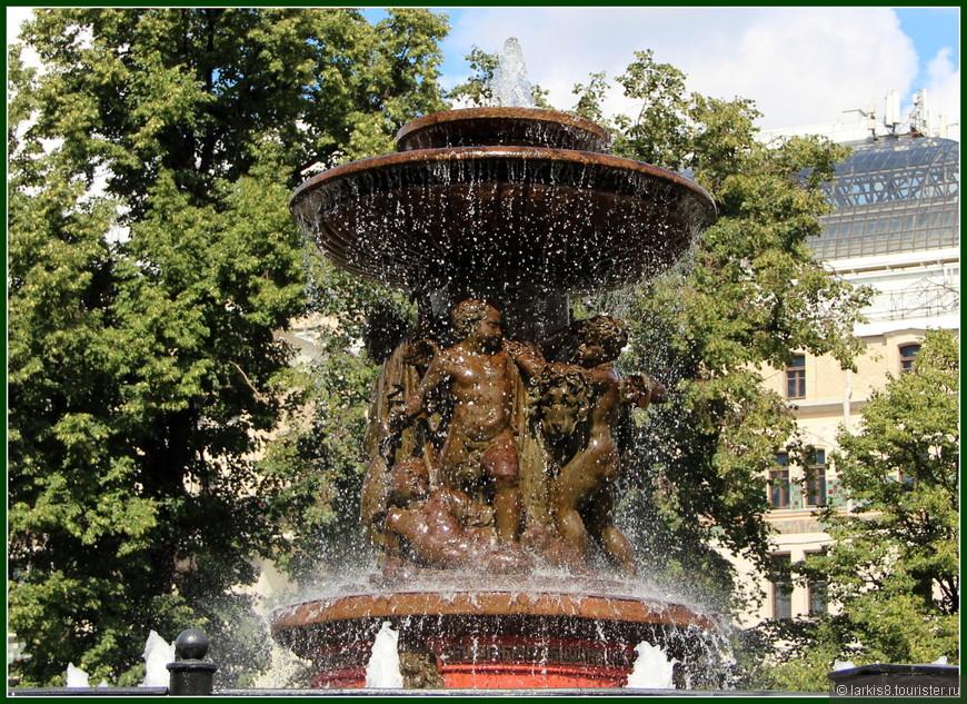 В такую жару хочется или нырнуть в фонтан, или съесть порцию мороженого!