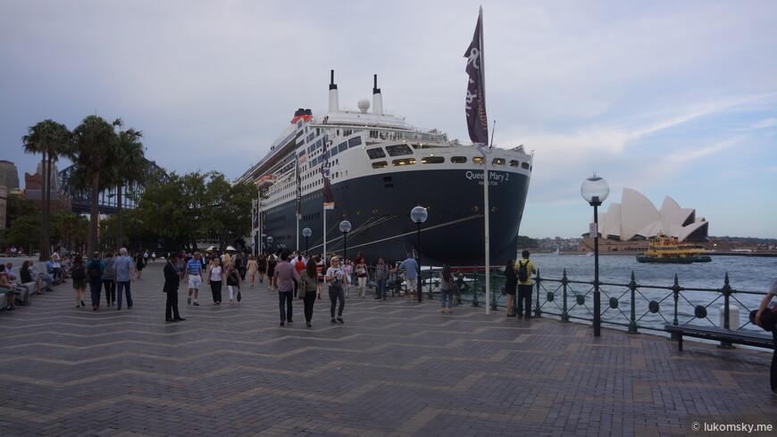 RMS Queen Mary 2 — океанский лайнер, флагман британской судоходной компании Cunard Line, Построен и введён в эксплуатацию 12 января 2004 года во Франции и на момент спуска на воду являлся самым большим пассажирским судном в мире.