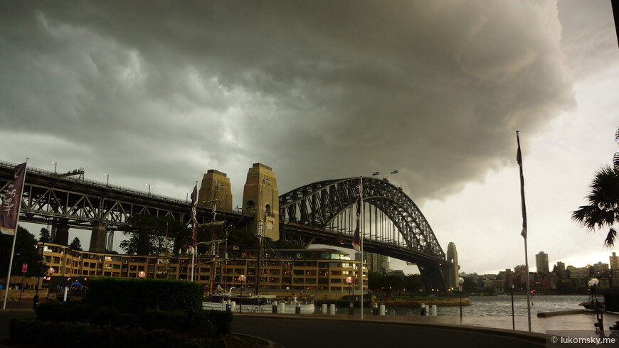 Резко налетел шторм, и через 5 минут сильный ливень, см. следующее фото