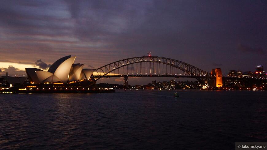 Ночная вечеринка на корабле, фото сделал с него, с берега такой снимок не сделать
