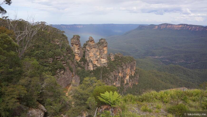 "Blue Mountains National Park Знаменитые скалы ""Три сестры"", а на Камчатке в Аваченской бухте стоят ""Три брата"""