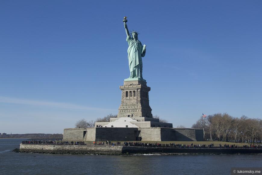 Ста́туя Свобо́ды (Statue of Liberty) полное название  Свобо́да, озаря́ющая мир (Liberty Enlightening the World)