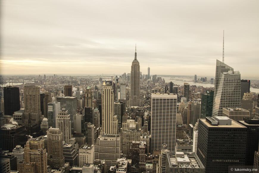 Смотровая площадка  Top of the Rock, в центре Empire State Building