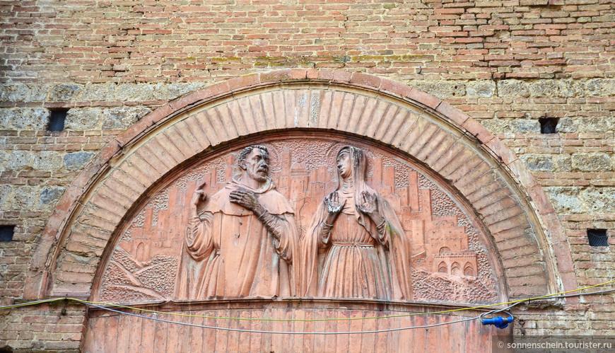 История базилики Сан-Доменико неразрывно связана с жизнью самой почитаемой в городе (и во всей стране) святой — Екатерины Сиенской.