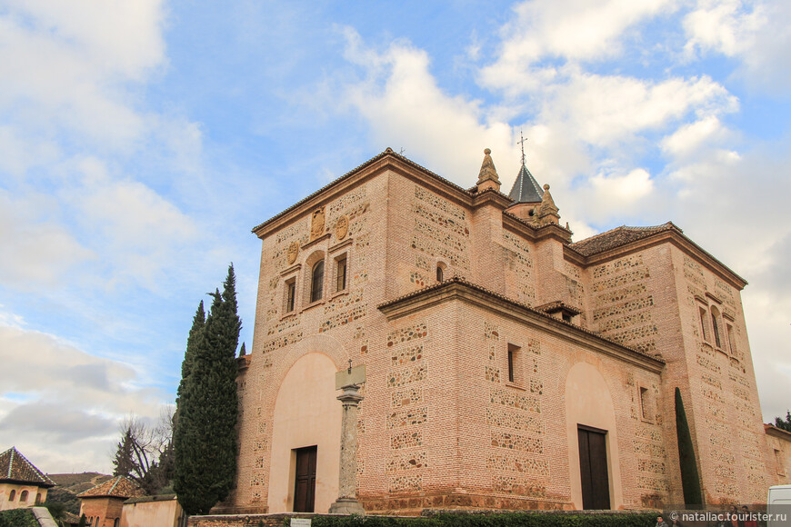 Церковь Санта-Мария-де-ла-Альгамбра.