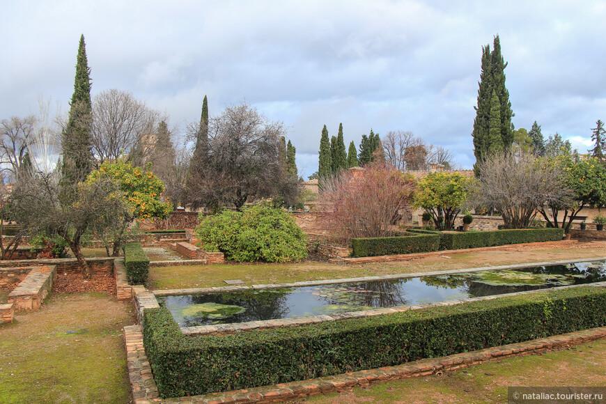 Это территория отеля Parador de Granada.