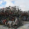 Одна из парковок велосипедов около центрального вокзала