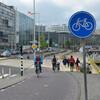 Обращаем внимание на знаки и не забываем, что главное преимущество в движении по городу в Амстердаме имеет веловипед