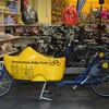 Можно покатать свою возлюбленную в Амстердаме на велосипеде - в сабо.