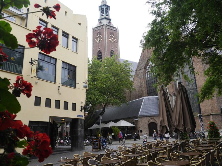 Церковь Святого Якова Один из главных протестантских храмов Гааги, первые упоминания о котором относятся к XIII веку (в те времена на этом месте стояла деревянная церковь).