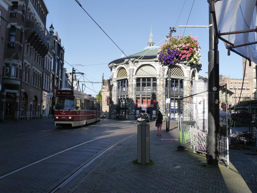 Я лично люблю побродить по старому городу, по многочисленным магазинчикам в исторических зданиях.