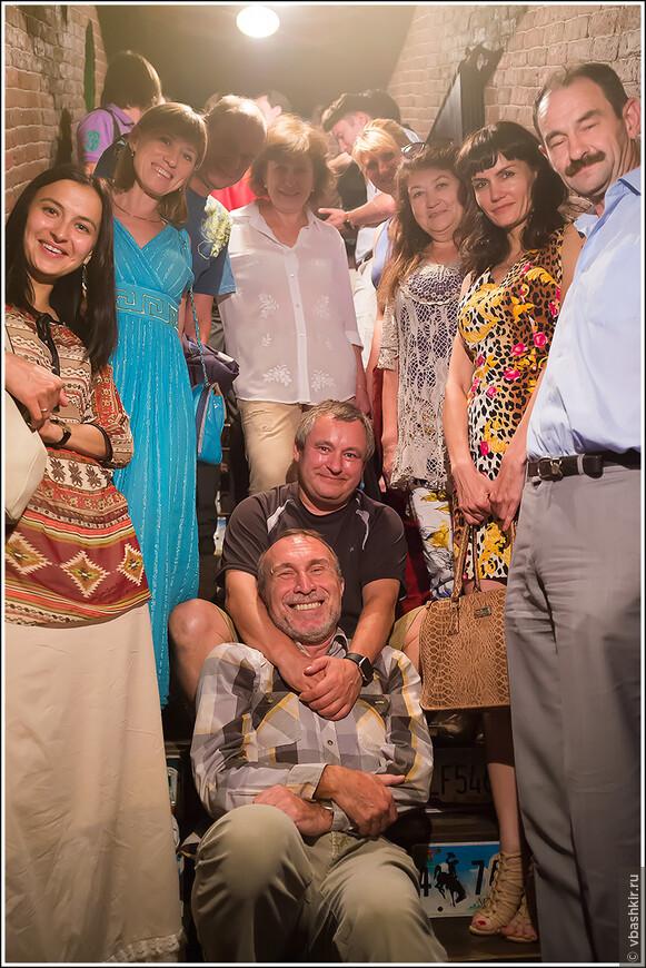 Слева направо, стоят: @Mabuta, @larkis8, @Namad, Оля Рыскина, @L_Ann, Галя Василец, @natchen, @vasilets. Сидят: @ronadort, @Chedty