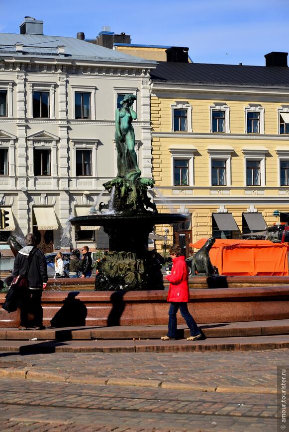 В конце Экспланады, на Торговой площади Хельсинки находится фонтан с фигурой нимфы Манты, которая сейчас является символом столицы Финляндии.  Фонтан был создан в 1906 году. Но яростные споры противников и сторонников установки обнажённой фигуры морской нимфы продолжались не один месяц, и статуя заняла причитающееся место лишь спустя два года после того как появилась на свет. До сих пор по Хельсинки ходит байка. Якобы мэр города, заказавший изваять символ Хельсинки к очередному юбилею, был поражен фривольностью его исполнения, и изрядно скостил скульптору гонорар. Но тот не растерялся и в отместку мэру повернул статую пятой точкой к администрации.