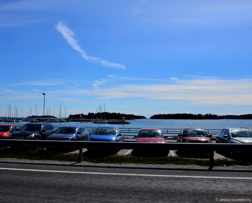 Немного прогулявшись по весеннему Хельсинки, мы созвонились с хозяином арендованного коттеджа и выехали по трассе Хельсинки-Турку на место.