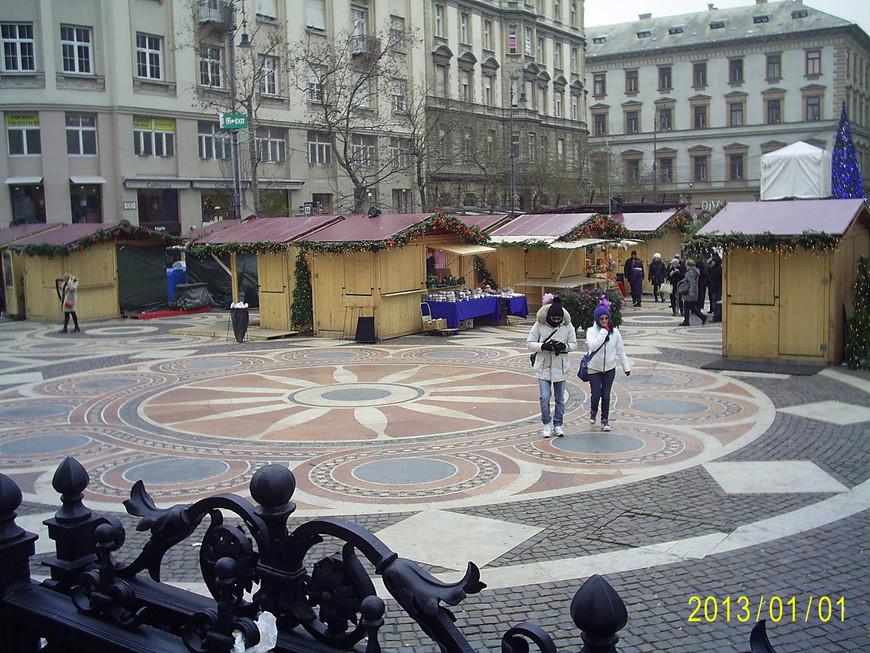 На площади за базиликой.