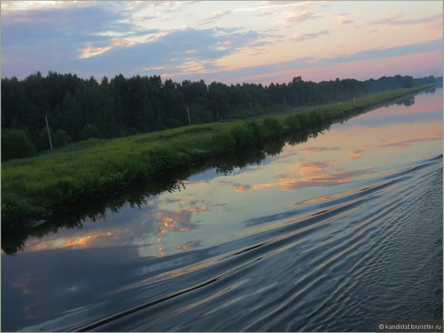 Ну ведь действительно, вот  канал... (канал им. Москвы соединяет Москву-реку с Волгой, протяженность 128 км.)