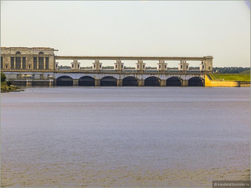 Угличская ГЭС и Угличское водохранилище.