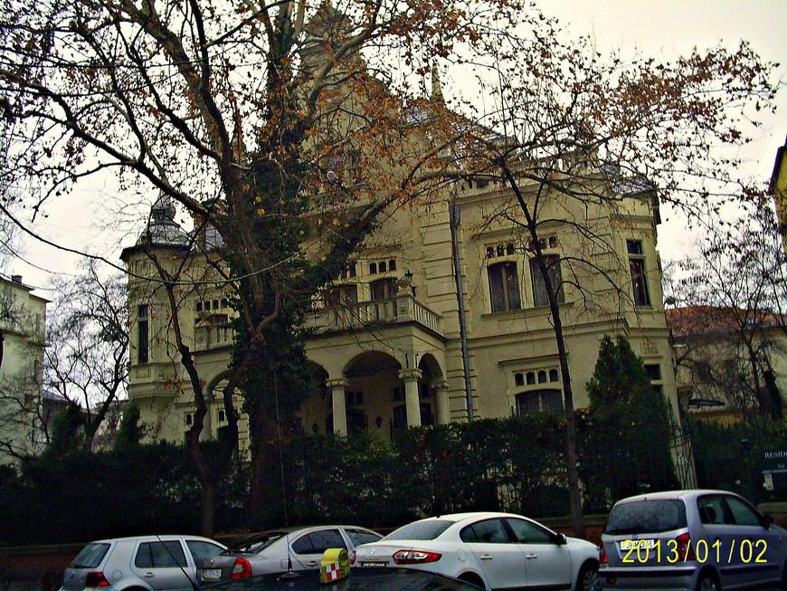 Особняки иностранных посольств на улице Бенцур.