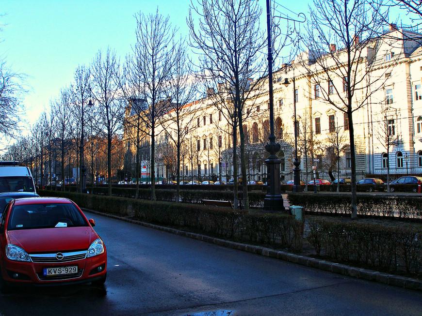 Отправляемся на прогулку. В сторону Дуная по проспекту Андроши.