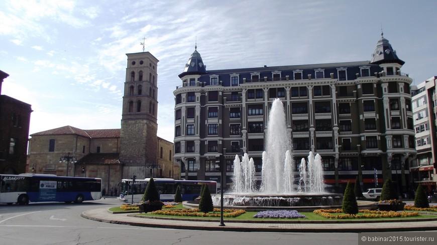 А от туда уже и до исторического центра недалеко - Площадь Святого Воскресения (Plaza de Santo Domingo) с церковью Святого Марцелия (Iglesia de San Marcelo).