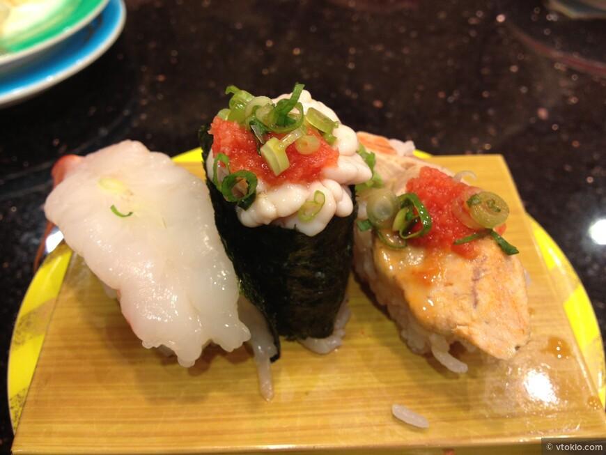 Суси или как модно говорить в России суши. Тут креветка, молоки рыбы фугу и печень морского черта (анкимо)