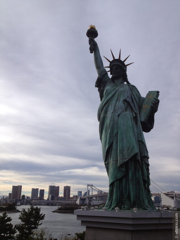 Статуя свободы. Где как, а у нас она француженка.