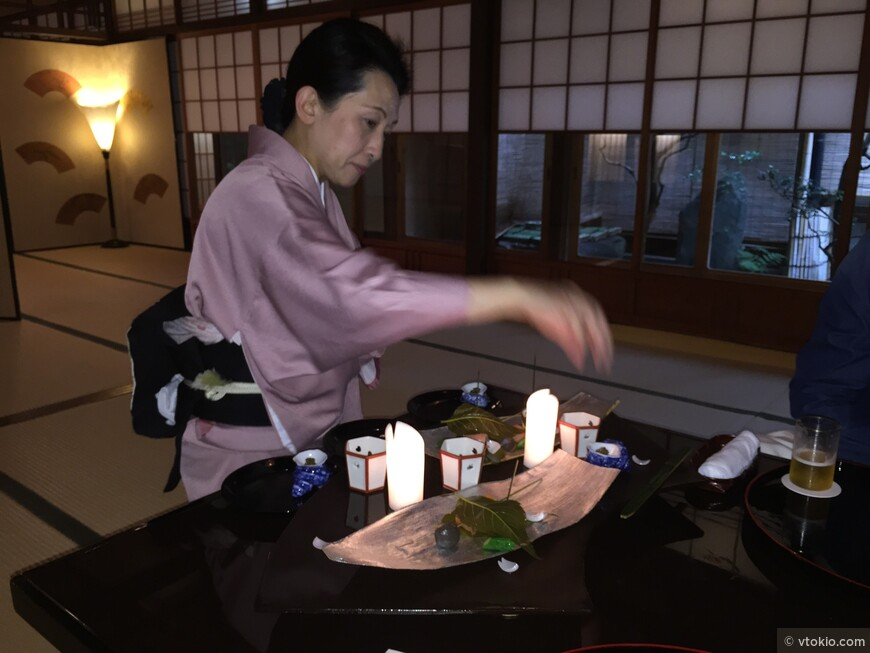 Наверное крутейший ресторан из тех где я бывал. Мастер ресторана в 30 поколении рассказывает что ресторан был ответвенным за организацию банкетов при императорском дворе еще в 16 веке.