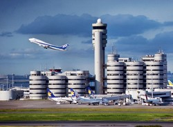 В Токио из-за экстренной посадки самолета отложены 14 рейсов