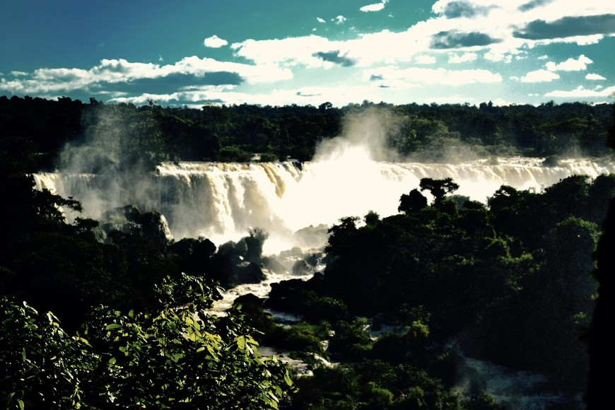 Аааах, водопады! Захватывающе, не правда ли? Вид на аргентинскую сторону с бразильской.