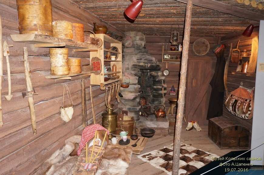 Тупа - тип жилища Кольских саамов, распространённое в XIX веке. (Большинство предметов быта - подлинники)