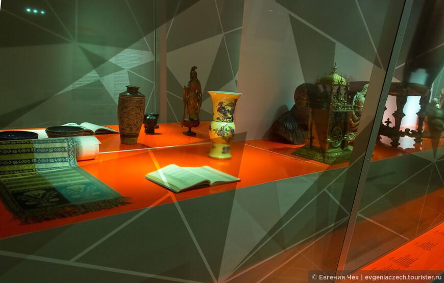 Музей провёл свое расследованин и отчитывается о происхождении каждого предмета.