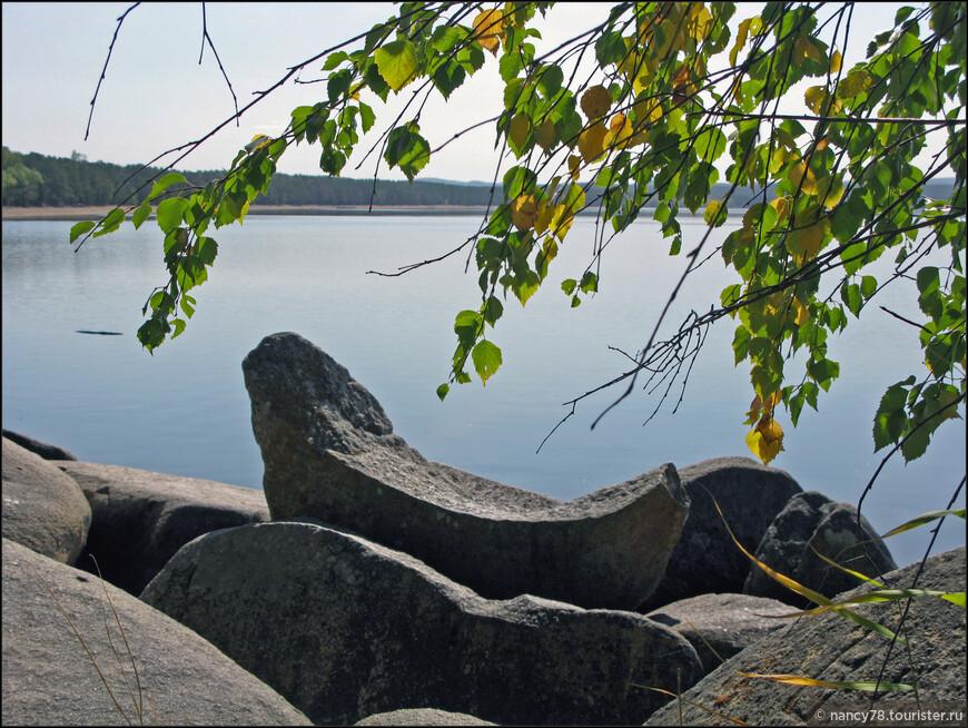 Камень-лодочка (камней удивительных форм в Боровом очень много!)