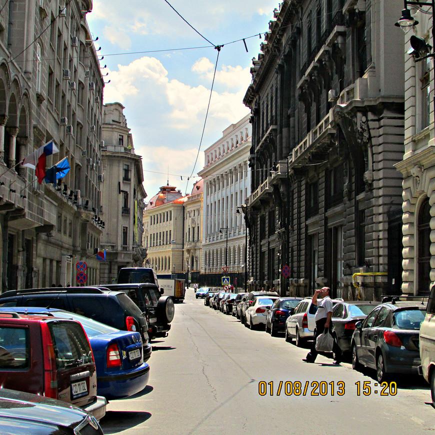 В центральной своей части (других я не видел) - Бухарест строгий и чинный город.